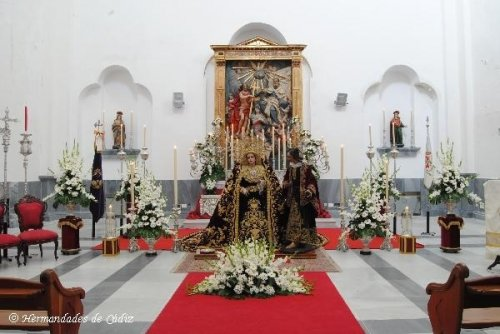 "<p><span style=""\""><span style=""\""> <p><span style=""\""><span style=""\"">Festividad Santísima Trinidad 2011</span></span></p> <p><span style=""\""><span style=""\"">Autor: Rubén Navarro Galan </span></span></p> <p><span style=""\""><span style=""\""><a href=""\"">www.hermandadesdecadiz.net</a></span></span></p> </span></span></p>"